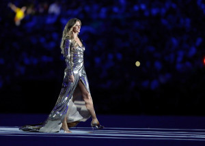 RIO DE JANEIRO, BRAZIL - AUGUST 05: Supermodel Gisele Bundchen walks as The Girl From Ipanema during the Bossa segment during the Opening Ceremony of the Rio 2016 Olympic Games at Maracana Stadium on August 5, 2016 in Rio de Janeiro, Brazil. (Photo by Jamie Squire/Getty Images)